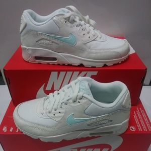 NEW Women's Size 6.5 Nike Air Max